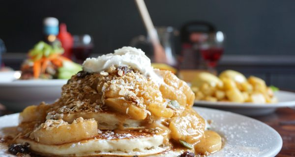apple crumble pancakes